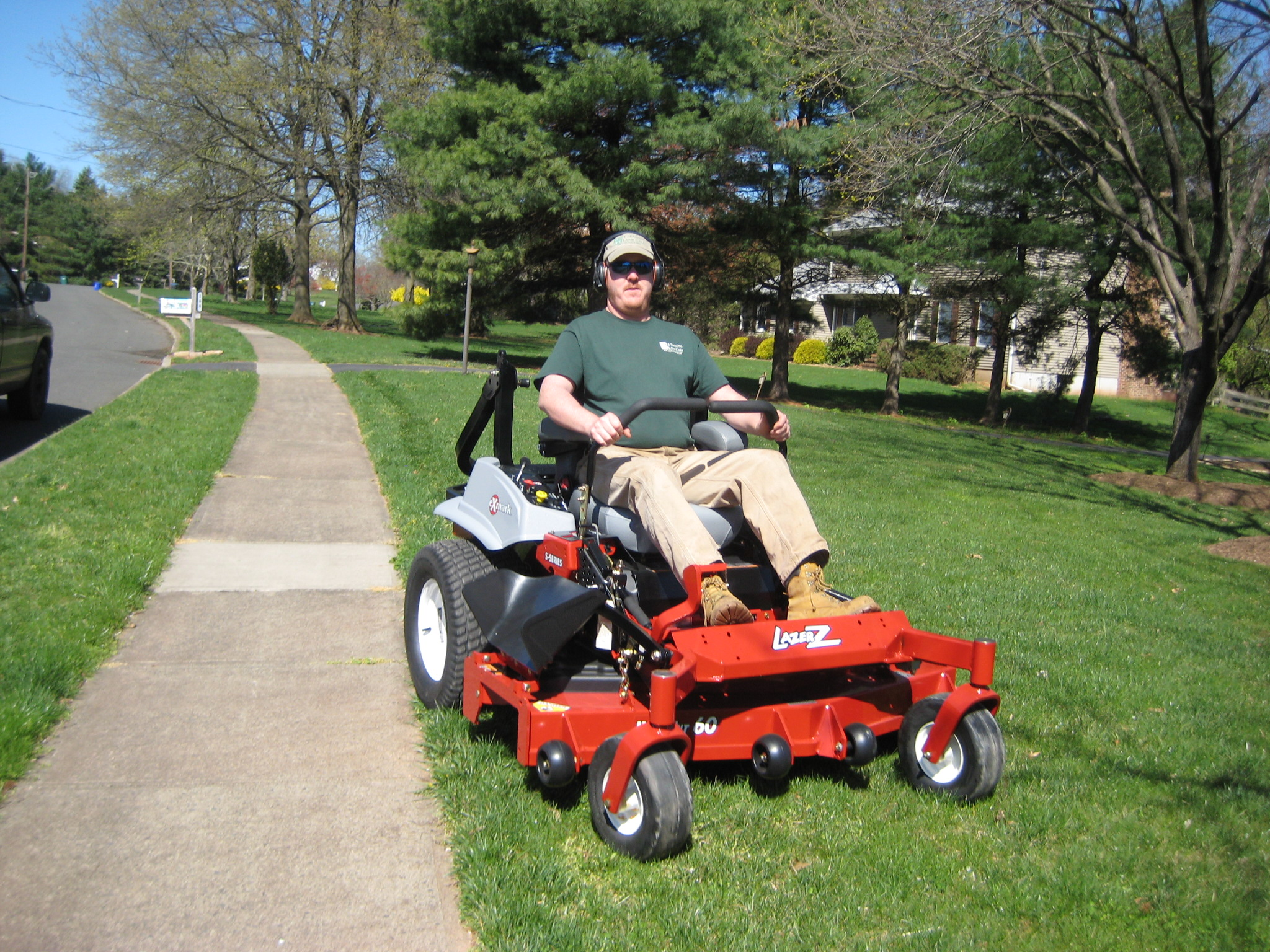 Lawn mowing service 4 seasons lawn care whitehouse for Lawn care and maintenance